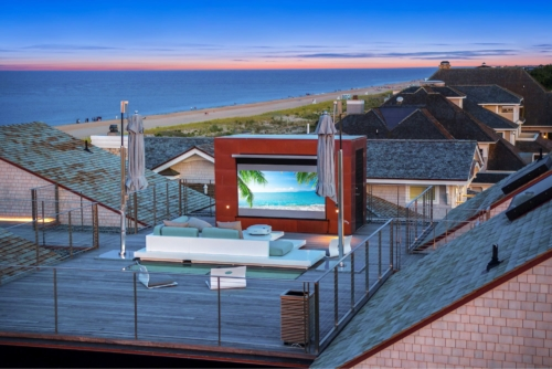 Solo Pro 2 Screen Turns Rooftop Deck into an Outdoor Cinema