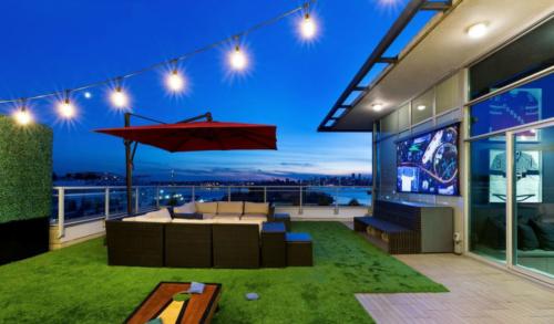 Solo 2 - AV Lounge, CA